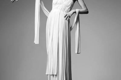 Plisados y encajes que enamoran: La propuesta para novias de Sophia Kokosalaki primavera 2014