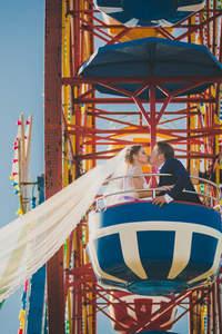 Sesja ślubna w parku rozrywki pełna kolorów!