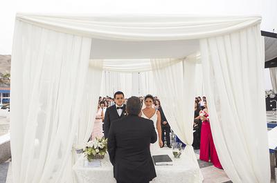 ¿Cómo decorar un altar para un matrimonio al aire libre?