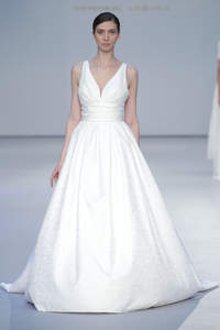 Suknie ślubne z dekoltem V 2017