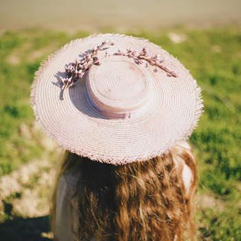 Kapelusze dla gości: eleganckie wzory dla stylowych kobiet!