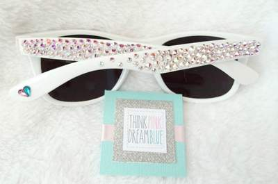 Blinded by love! Summary favours for cool wedding guests