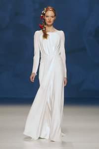 Tendencias vestidos de novia 2015: El minimalismo chic de Victorio & Lucchino 2015