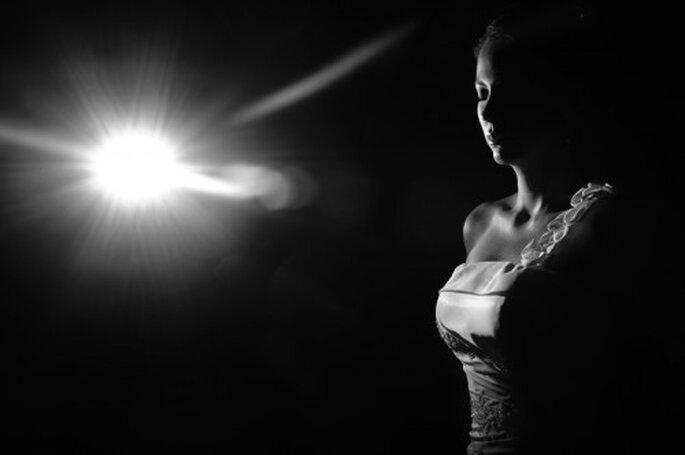 Otro ejemplo de cómo la iluminación artificial puede ayudarte a obtener la sesión fotográfica que deseas. Foto de Juyá Photographer
