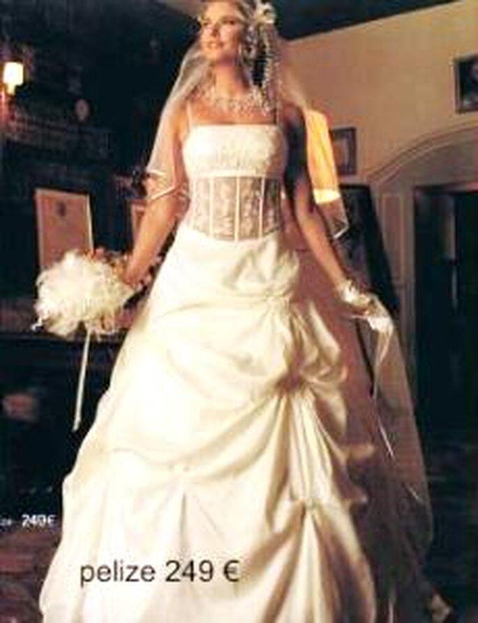 Tati Mariage 2009 - Pélize, robe longue de coupe princesse, bustier en chantilly
