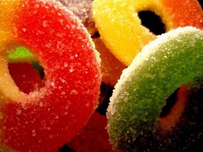 Gomitas y dulces para niños invitados a la boda. Foto: NeoGabox