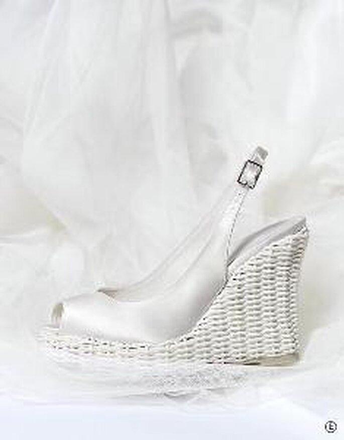 Zapato de tacón cuña en satén