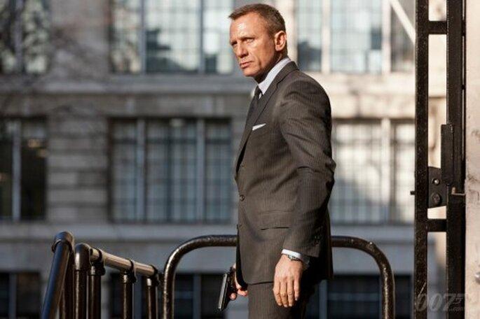 Elige un traje elegante inspirado en James Bond para tu boda - Foto James Bond Facebook