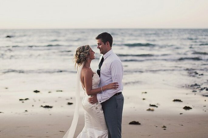 Pareja en la playa. Foto: Alixann Loosle Photography