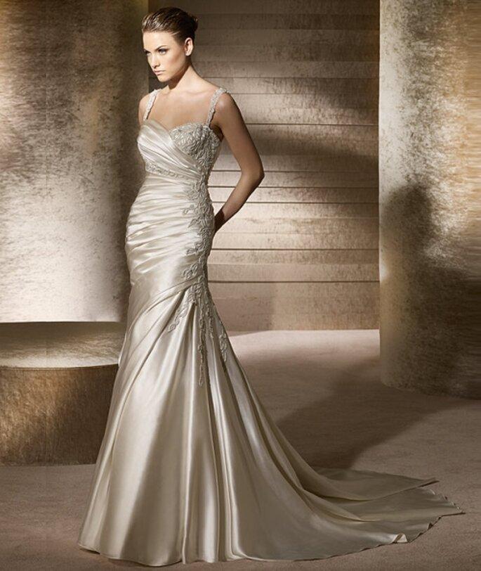 Vestido de novia con líneas asimétricas. StPatrick  2012