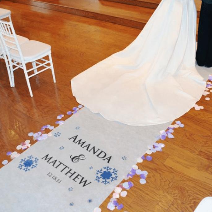Dale un toque de color al tapete personalizado para tu boda - Foto Making Memories and More