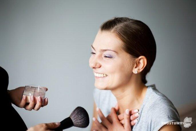 Maquillaje y pintura de uñas para novias - Foto: Rafał Podstawny