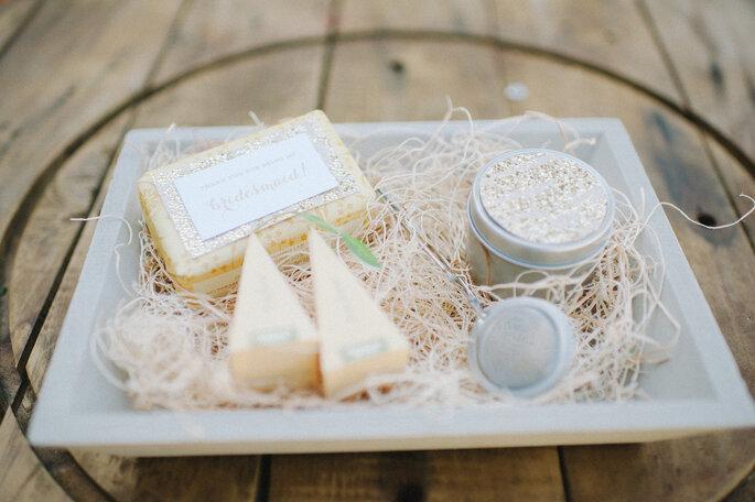 Kleine Beauty-Geschenk-Box für Ihre Hochzeitsgäste. Foto: Shea Christine Photography