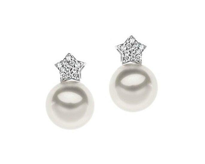 Dettagli per brillare in oro 18 kt. diamanti e perle coltivate. Foto www.comete.it