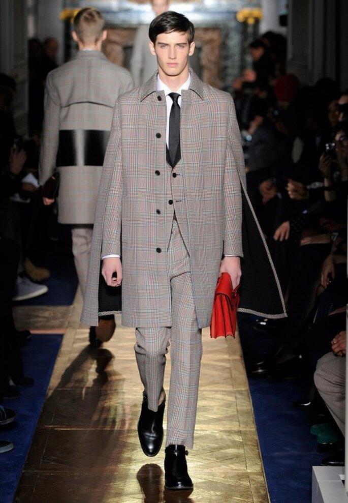 Traje de novio con tela estampada a cuadros estilo retro - Foto Valentino