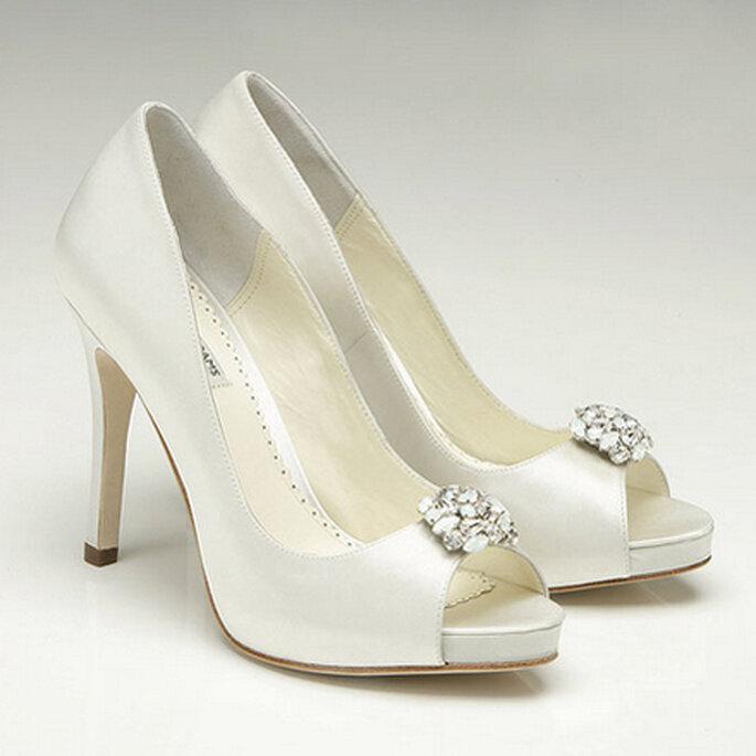 KEIRA. Un clásico y elegante, peep-toe decorados con un look clásico e incrustaciones de Swarovski.