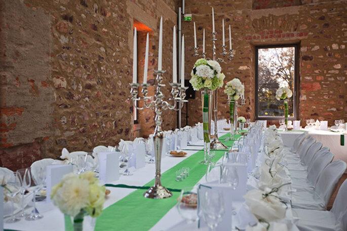 Tischdeko in den Farben grün und creme. - Foto: Benni Wolf.