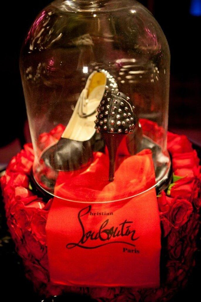Centro de mesa para bodas con tacones Louboutin al estilo de Fergie - Foto: Floramor Studios Facebook