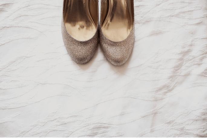 Utiliza zapatos color nude para tu vestido de novia. Fotografía Sarah Culver