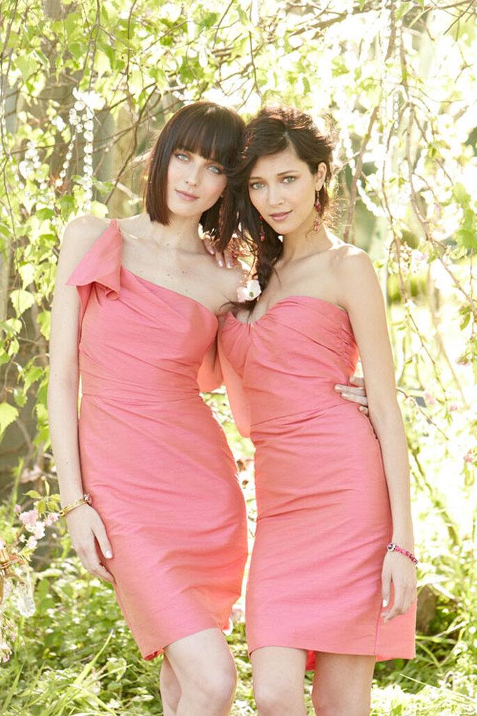Vestidos cocktail para damas de boda en color coral - Foto Occasions en JLM Couture