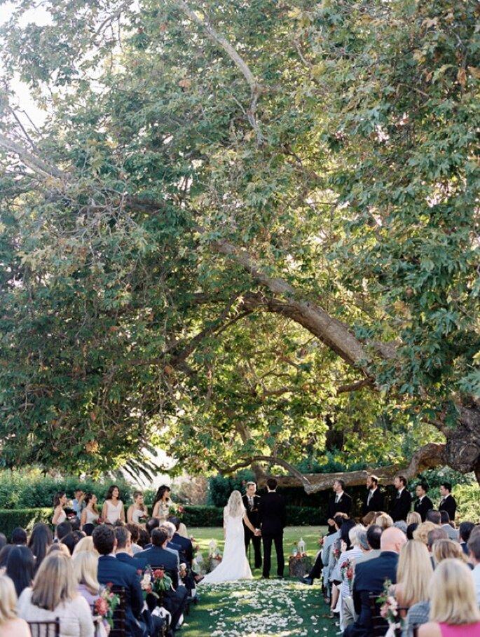 Una boda en un mágico jardín con los mejores acentos de color - Foto Harmony Loves