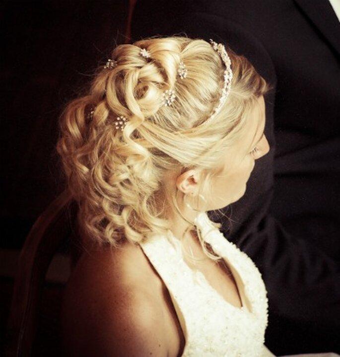 Brautfrisur für halblanges Haar - Foto: www.yourphoto.de