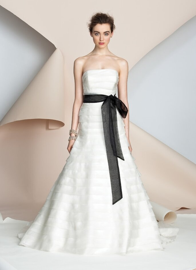 Vestido de novia con cinta negra. Alyne Bridal 2012