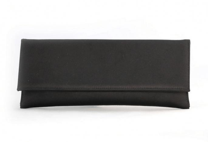Bolso de fiesta en color negro con estilo minimalista - Foto Aire Barcelona