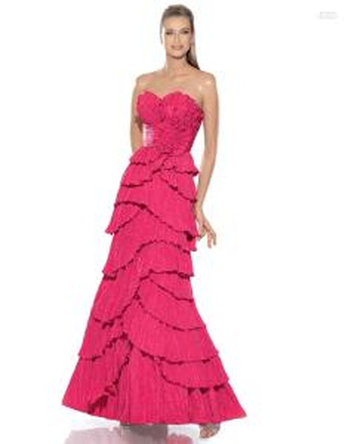 Pronovias Cóctel 2010 - Jovial, vestido largo en fucsia, de líneas asimétricas e irregulares, escote corazón