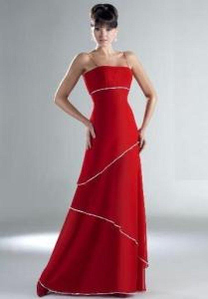 Esther Rodríguez 2009 - Raisa, vestido largo rojo de escote recto, breteles finos, detalle en pedrería. Corte A