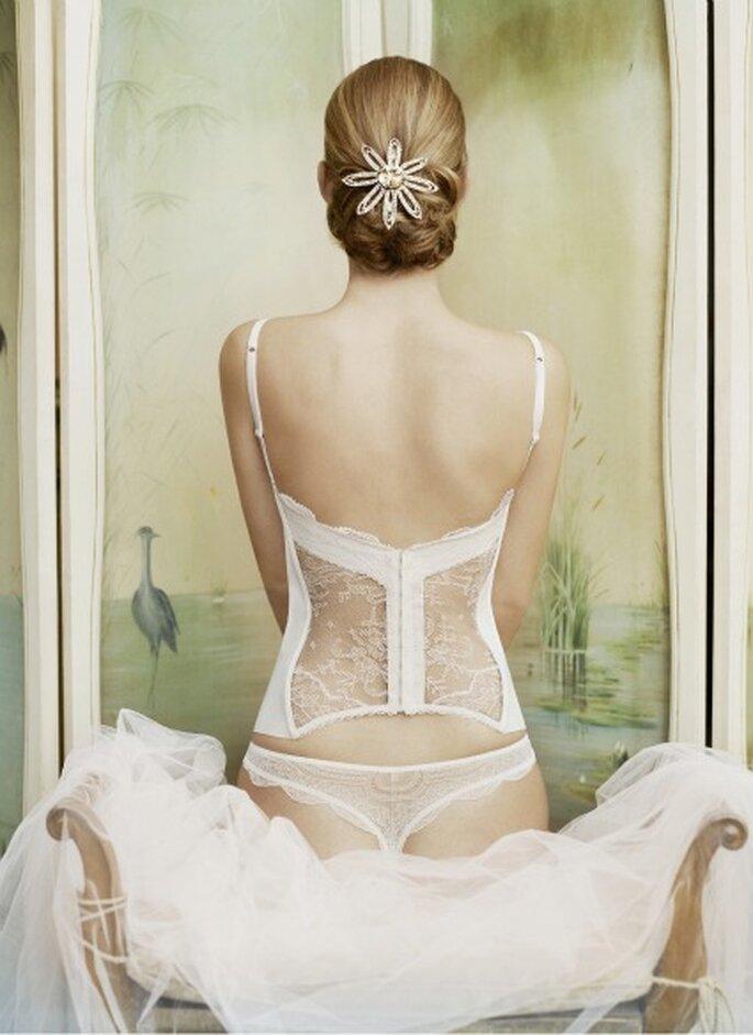 Con espalda de encaje, lencería clásica de novia de La Perla