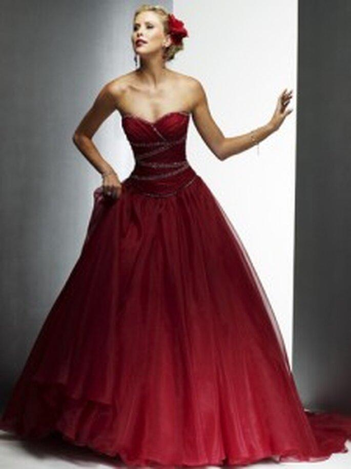 Möchten Sie lieber ein farbiges Brautkleid, z.B. in Rot?