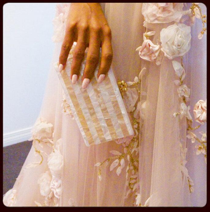 Delicadas rosas y pedrería en el elegante vestido Marchesa primavera 2014 - Foto Erin Walsh Instagram
