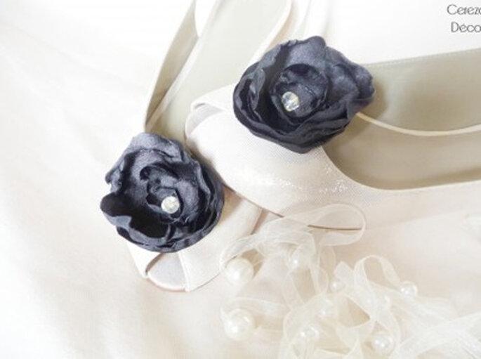 Clips chaussures de mariée noirs - Photos : Cereza sur la déco