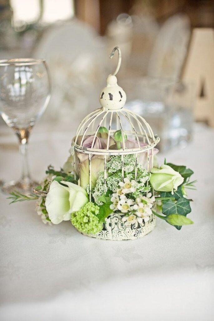 Centro de mesa par bodas vintage en jaula - Foto Cotton Candy Weddings