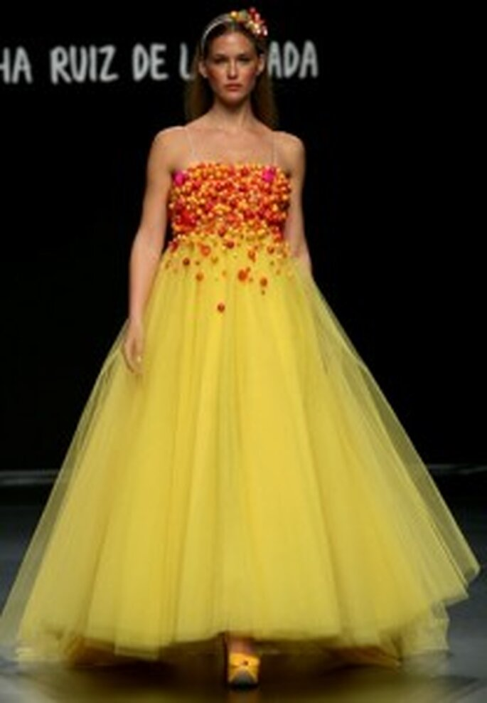 Vestido de novia amarillo de Ágatha Ruiz de la Prada