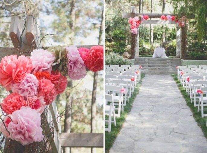 Die pinke Dekoration sollte vom Altar bis hin zum Hochzeitstisch durchgezogen werden – Foto:brandonkidd wedding