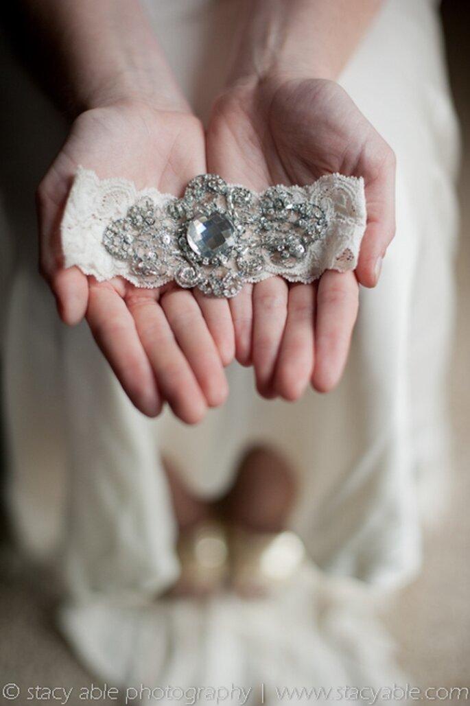 Elegante liguero de novia estilo vintaje de encaje - Foto Emily Riggs Bridal