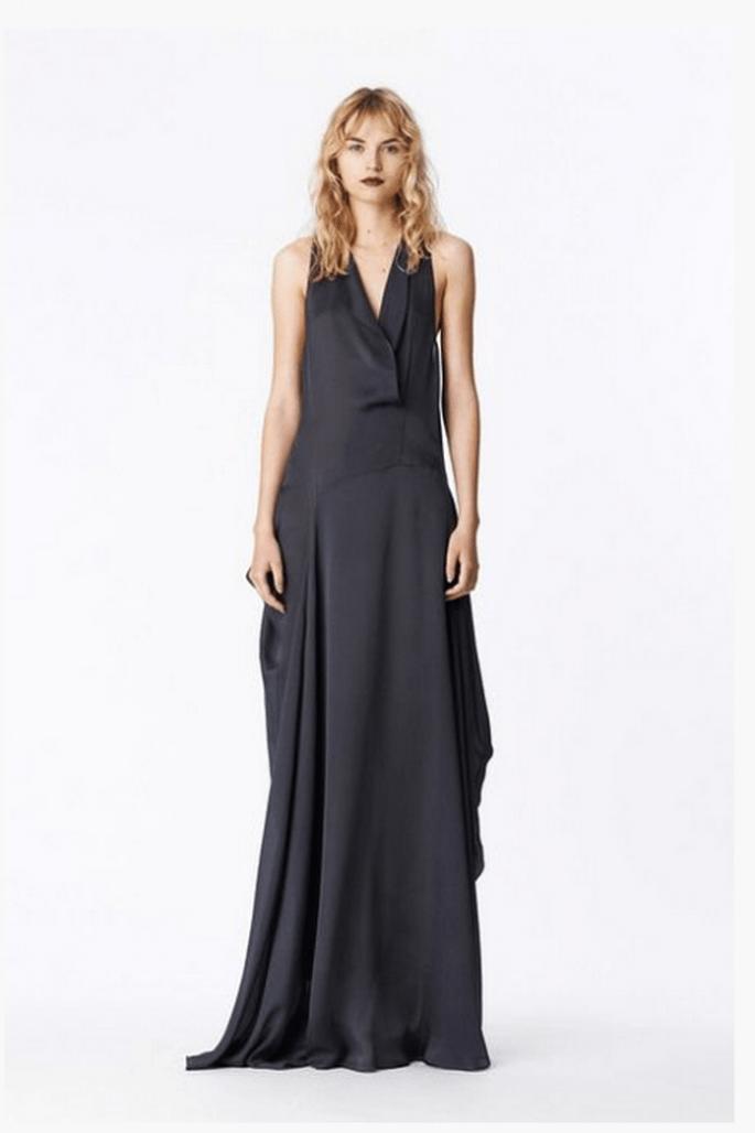 Vestido de fiesta 2014 en color negro con silueta holgada y caída elegante - Foto Vera Wang