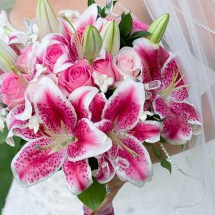 Um bouquet de noiva com lírios