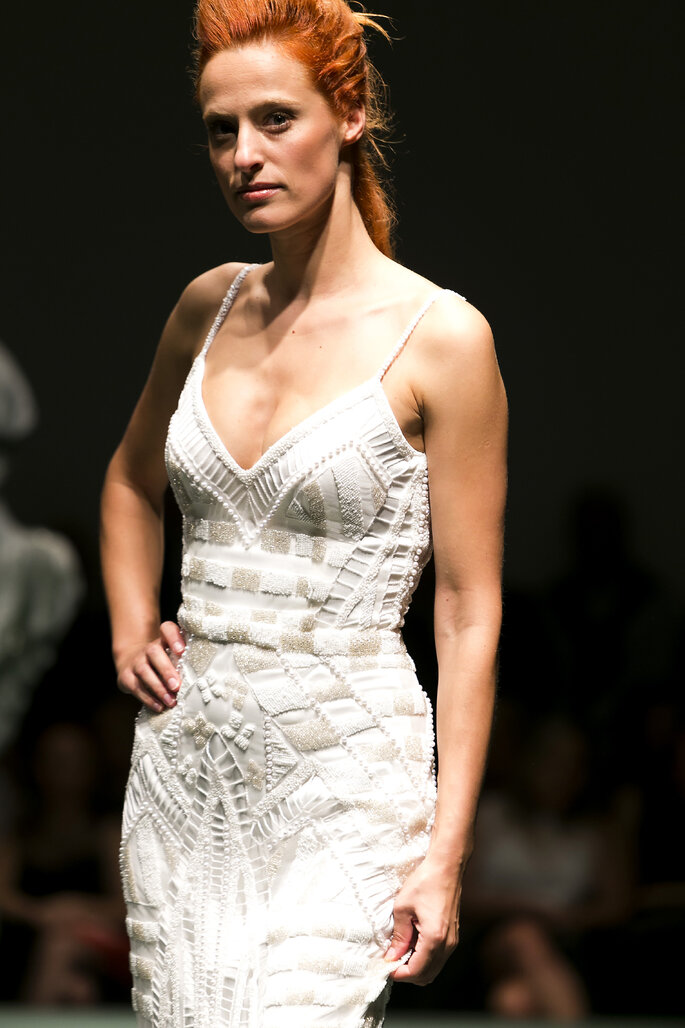Vestido adornado com pedraria por Gio Rodrigues.