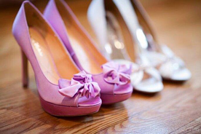 Chaussures de mariée de couleur parme. Photo: Bianca Valentim