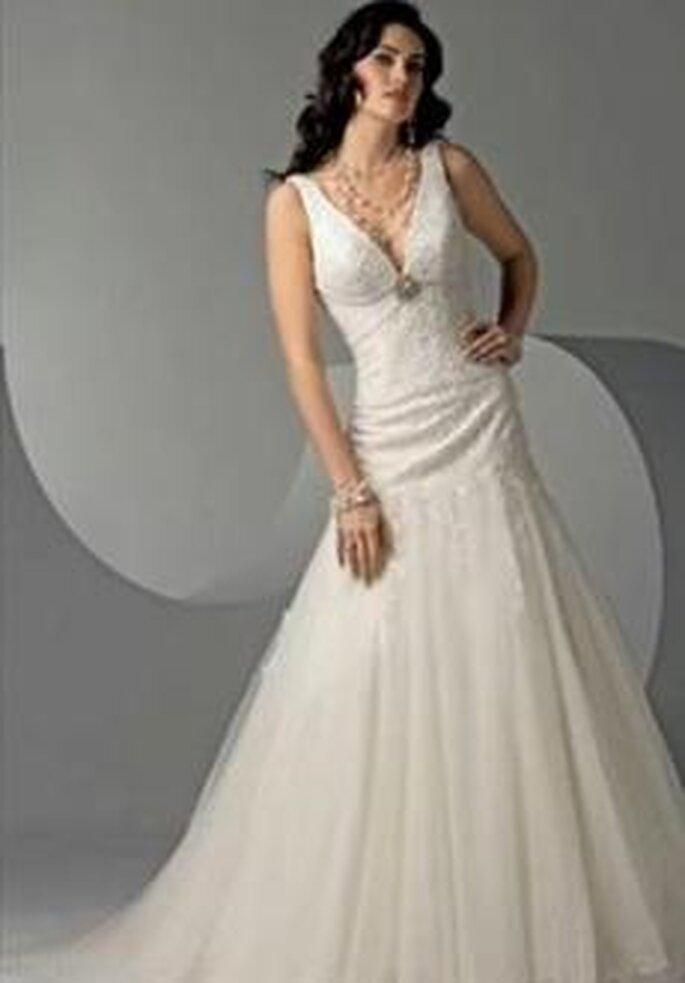 Bonmarier 2010 - Vestido largo en seda bordada, corte en línea A, escote en V