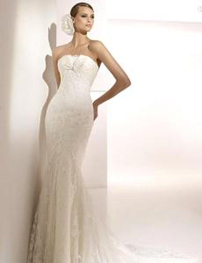 Pronovias 2010 - Mahón, vestido largo en encaje, palabra de honor, corte sirena