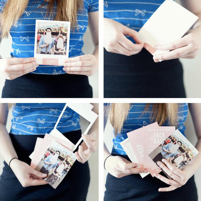 La información de la boda puede ir en otra tarjeta dentro del sobre.