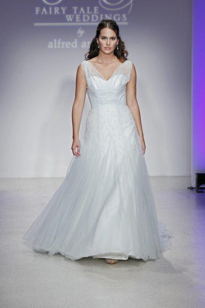 Vestido de novia romántico en color azul - Foto Alfred Angelo Pinterest