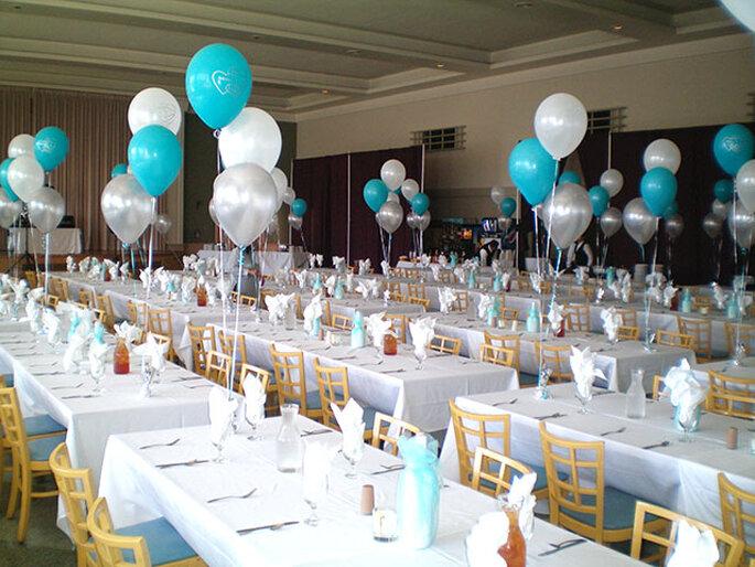 I palloncini sono un'alternativa creativa per decorazioni di nozze senza fiori. Foto: Balloonatics