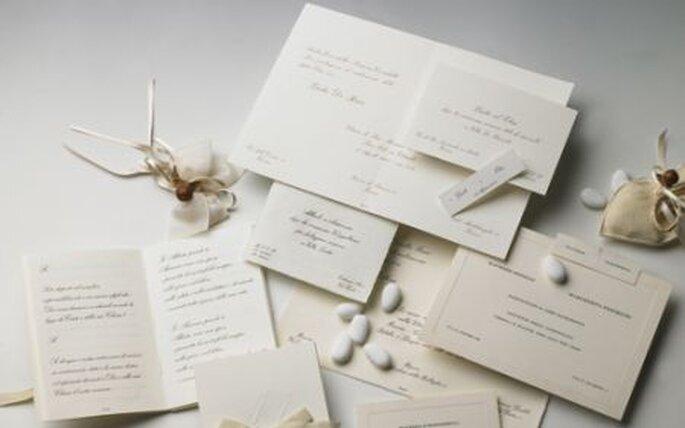 Bianco, corsivo, elegante...il più classico degli inviti a nozze!