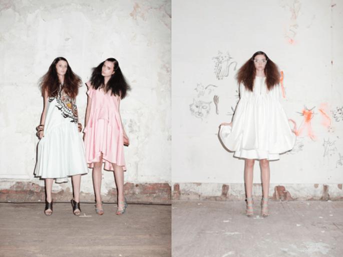 Vestidos de fiesta cortos para boda en colores blanco y rosa pastel con estampados de inspiración tribal y volúmenes en mangas y faldas - Foto Cynthia Rowley