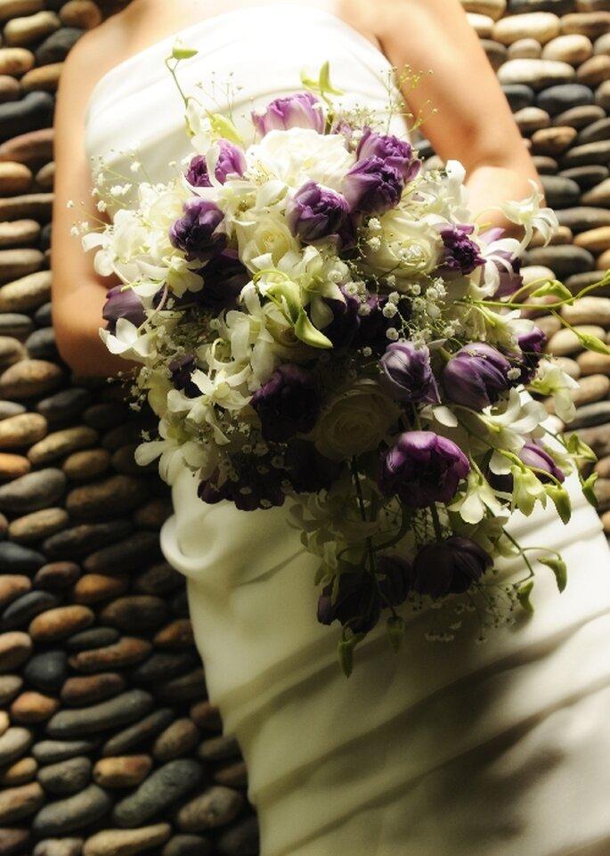 Ramo de novia estilo cascada para 2013 - Foto Pieter Van Landschoot
